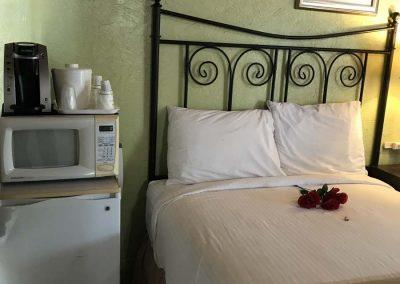 Island Breeze Inn 1 Single Queen Bed